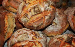 Quali sono i vantaggi del pane fatto con pasta madre?