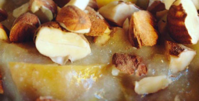 Colazione da Re? Crema di riso con mele e granella di mandorle. Gluten Free