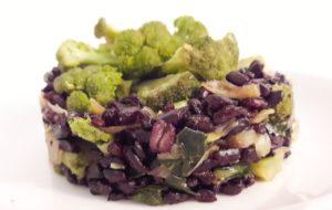 Riso venere con broccoletti e cipollotti