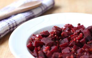 Zuppa di barbabietole rosse e lenticchie speziate