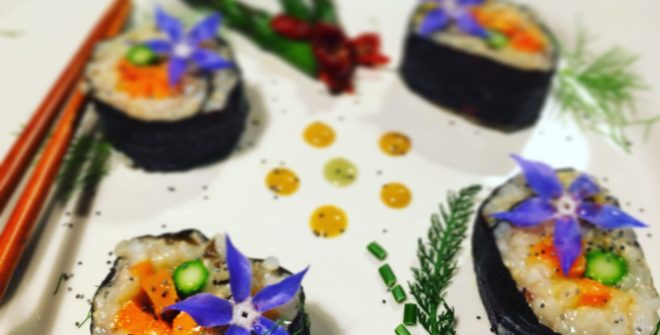 Sushi vegetale con asparagi