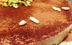 """""""Bavarese"""" di mandorle su biscottone di grano saraceno e cioccolato"""