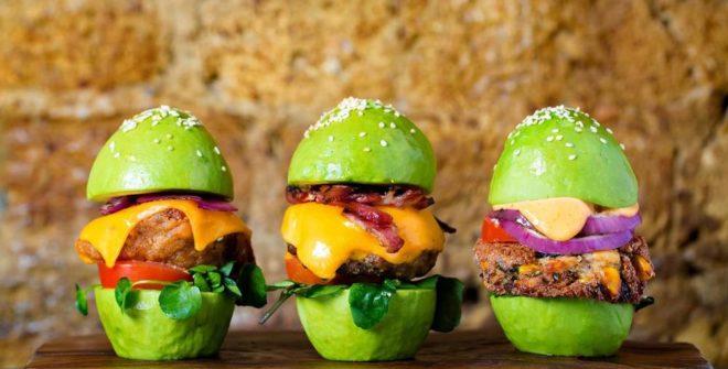 Mangia l'avocado… che fa bene!