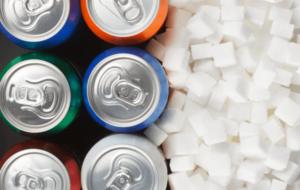 Succhi di frutta e bevande zuccherate: c'è differenza in termini di zuccheri liberi?